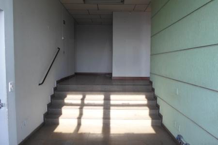 Prédio revestido em blindex, próximo a AV amazonas, com aproximadamente 30anos; portaria 24h; sistema de câmeras; 2 elevadores.  Sala Comercial. Com 34m², com piso em ceramica; banho com piso e bancada em ceramica.    Atualizado em 06/12/2018.