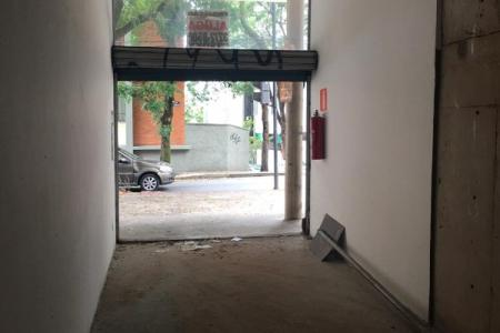 Loja de frente para a Rua Localizada em uma das principais Ruas do Bairro Santo Antônio Área interna com aprox. 26,42 m² Piso: Concreto nível zero. 01 banheiro. Possibilidade de fazer mezanino. 01 vaga de garagem em frente a Loja.    Atualizado em 28/11/2018.