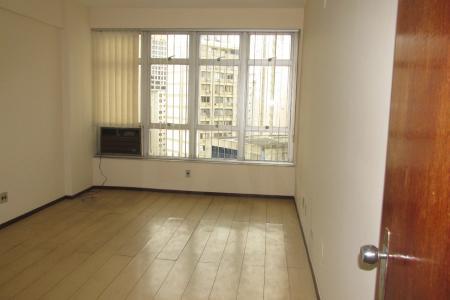 SALAS (3))  = 76,00 mts2 + 1 VAGA DE GARAGEM As salas estão desocupadas. Estão para VENDA e/ou LOCAÇÃO. (em frente ao Conexão Aeroporto)  Piso em ardósia e laminado, janelas amplas. Prédio imponente, com porteiro físico em horário em comercial, hall social decorado, 04 elevadores. amplas, andar alto. Armários no corredor. 1 Banheiro com revestimento em cerâmica e armários.  Ar condicionado e 01 filtro de água elétrico.  Vista panorâmica!
