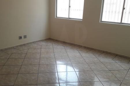 """Prédio:  fachada em pintura,  portão eletrônico,  Apartamento : Sala para 2 ambientes com piso em cerâmica, 3 quartos com armários, piso em cerâmica. Closet. Banho social e suíte em cerâmica, bancada em granito e box em vidro, cozinha ampla em cerâmica com bancada em granito. Área de serviço. Banho de empregada. Área privativa em """"U"""", piso em cerâmica, com parte coberta por telhado colonial. Churrasqueira e bancada. 1 vaga livre descoberta."""