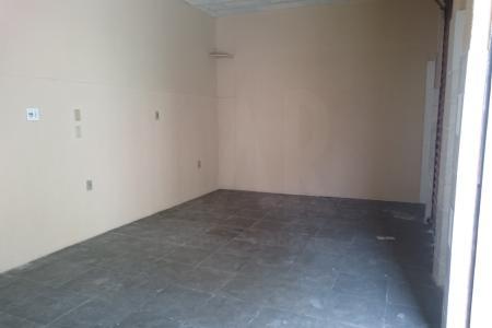 Loja comercial com aproximadamente 20 m², ótima localização no bairro Santa Mônica, constituída por uma sala ampla com piso em ardósia e um banheiro com revestimento em cerâmica.   Loja excelente para salão de beleza, papelaria, bares e etc.  OBS: VISITAS ACOMPANHADAS