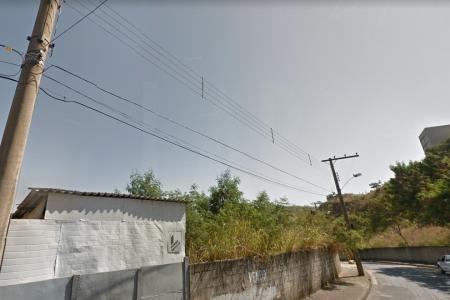 Lote com 540 m² geometria declive, atrás da Auto Japa, a um quarteirão do Porção, Av. Raja Gabaglia.    20,5 metros frente e fundos, 26,34 metros de lateral esquerda e direita, murado.