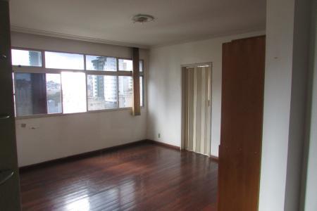 Ótima localização, próximo a comercio e  faculdade Newton Paiva.  Imóvel constituído de 02 quartos, sala, cozinha, área de serviço e banheiro, quarto, sala e cozinha com armários embutidos, sala ampla e arejada.