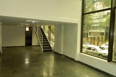 Excelente loja com área total de 135 m². sendo a Loja com 100 m² + 35 m² mezanino.  Piso todo em Granito.  01 Banheiro. Imóvel bem iluminado, bem arejada.  Ótima localização: Próximo Avenida Bandeirantes.  Proximo à Bancos, comércio em geral, TJMG.