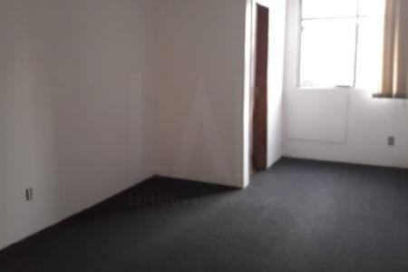 Sala comercial próximo ao Mercado Central e ao Minas Centro.   Prédio comercial 100% revestido em cerâmica. Portaria 24 horas. 4 elevadores.  Sala com 24 m² com piso em carpete. 1 banho com piso cerâmico.