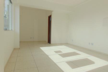 Prédio: ótima localização, próximo de comércios, linhas de ônibus, 01 vaga de garagem coberta ,livre e demarcada. Sala: clara, arejada com vista, piso cerâmica, 01 banheiro.