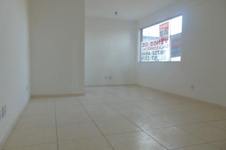 Prédio: ótima localização, próximo de comércios, linhas de ônibus, Sala: clara, arejada com vista, piso cerâmica, 01 banheiro.