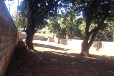Lote próximo a Lagoa, Iate Clube e Supernosso.  Lote de esquina com 1.400 m² (20 metros x 70 metros) todo murado, totalmente plano.
