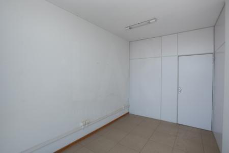 Excelente sala de 30m², com 01 banho cada e 03 vagas de garagem (alugadas a parte). Localizado em uma das principais Avenidas de Belo Horizonte! A região possui comércio variado e fácil acesso ao transporte público. Além disso, possui linda vista para o bairro Gutierrez.