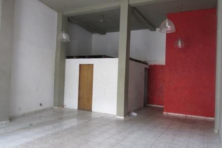 Excelente loja em ótimo ponto do bairro, aproximadamente 80 m², fácil acesso a Av. Silva Lobo e comércios, próximo a faculdade Newton Paiva.  Imóvel com piso em cerâmica, banho social, refeitório e mezanino.