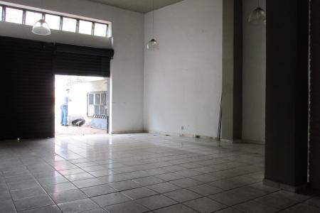 Excelente loja em ótimo ponto do bairro, aproximadamente 80 m², fácil acesso a Av. Silva Lobo e comércios, próximo a faculdade Newton Paiva.  Imóvel com piso em cerâmica, banho social, refeitório .