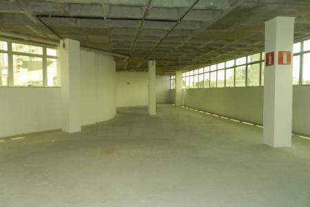 Ótimo andar com 555m²; excelente localização. Edifício de alto padrão com 8 pavimentos, 100% revestido em granito e pele de vidro, construtora PHV. Excelente localização próximo ao fórum, quartel, Cemig e hospitais.  **VAGAS DE GARAGEM NEGOCIADAS A PARTE R$ 250,00 CADA**