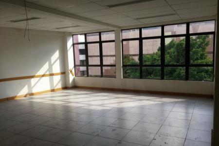 Prédio com 2.000 m²: 1º pavimento: 48 vagas de garagem 2º pavimento com 1.000 m² com 12 salas, 3º pavimento com 1.000 m² com 13 salas, com o AVCB do Corpo de Bombeiros para escola ou faculdade.