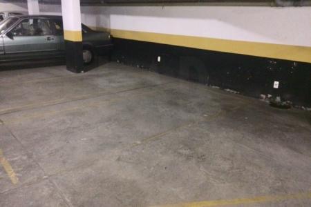 Entre as principais as Av. do Contorno e Av. Getulio Vargas, próximo ao Hospital Life Center.   Prédio: Comercial com detalhes na fachada em vidro e cerâmica, 08 pavimentos, porteiro físico das 08:00 ás 22:00 horas. Toda estrutura com portaria revestida em granito, sistema de segurança, 01 elevador.  01 vaga de garagem, livre e coberta.   Algumas salas no prédio não possuem vaga de garagem.