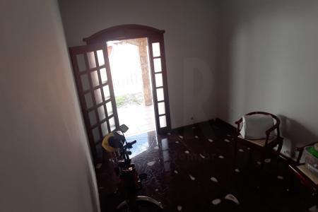 lote de mais de 670 m², muito bem localizado na Região do Bairro Palmeiras, próximo ao comércio local, linhas de ônibus, escolas e posto de Saúde. Imóvel ideal para Construtor, galpão, etc.  Imóvel sendo vendido como terreno, possui uma casa antiga e um barracão alugado.