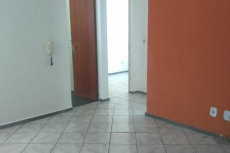 Excelente apartamento com aproximadamente 50 m², ótima localização, próximo ao parque Guanabara, e AV. Otacílio Negrão de Lima. Constituído por 01 sala ampla e arejada para dois ambientes, 02 quartos amplos e arejados, banho social com bancada e armário, ampla cozinha e área de serviço. Piso dos quartos e sala e banho em cerâmica.