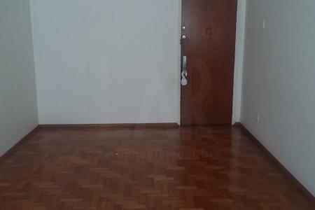 Excelente apartamento de 3 quartos, 1 cozinha, 1 banheiro, 1 área de lazer, 1 sala para 2 ambientes.  Excelente localização próximo da drogaria Araújo da Avenida Afonso Pena esquina com Avenida Getúlio Vargas.  Apartamento sem vaga de garagem