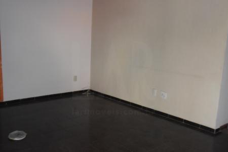 Casa estilo colonial com aproximadamente 240 m², com ótima localização, próximo á Rua México e a Av. Portugal.   Casa com lote 360 m², portão eletrônico, interfone, jardim frontal,   1º pavimento: sala ampla para 03 ambientes, com piso em cerâmica,  01 quarto amplo com piso em cerâmica  ; 01 banho com Box blindex e espelho; 01 cozinha com bancada em granito e armários planejados piso em cerâmica; dispensa; área de serviço.   2º pavimento: 01 sala ampla; 03 quartos amplos com armários planejados e piso em taco, closet com piso em taco, banho e suíte com armários Box blindex.    Vagas :02 carros cobertos e 02 descobertos, cerca elétrica, espaço gourmet com churrasqueira e piscina.   Observação.: Casa dos fundos constituída de 02 quartos com piso em cerâmica  e 01 banho e 01 lavanderia.