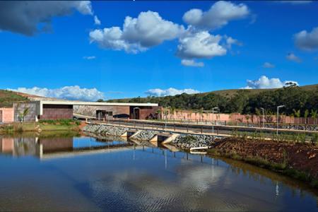 Em frente ao Alphaville Lagoa dos Ingleses  O Condomínio Alameda das Águas possui glebas exclusivas e portaria 24 horas.  Terreno com área de 20.000 m²