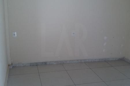 Localizada  região do Santa Cruz próximo da Av Antônio Carlos, da Fernão Dias e do Viadulto São Francisco.  1ª  sala piso azulejado e a outra sala é de piso em cerâmica.   2ª Sala possui uma pequena cozinha e 1 banheiro ao fundo.   Imóvel com medidores de água e luz individualizados.  Loja sem vaga de garagem
