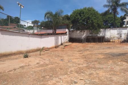 Próximo a Orla da Lagoa da Pampulha.   Fácil acesso a Avenida Otacílio Negrão de Lima.  Lote com 1000 m², plano, todo murado.  Zoneamento: ZP2