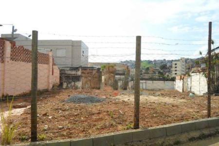 Lote com 582 m² com projeto arquitetônico aprovado na Prefeitura de Belo Horizonte.  Alvará de construção válido até Dezembro de 2021.  Projeto: prédio residencial, com seis apartamentos tipo de 91 m² e 2 coberturas de 126 m², terraço com 60 m² de terraço e duas vagas de garagem sob pilotis.  Zoneamento: ZA.
