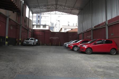 Terreno / Área  Em excelente localização, próximo ao Hospital da Unimed / Santa Efigênia, Praça Floriano Peixoto, região hospitalar.  Fácil acesso, variado comércio.  Atualmente funciona um estacionamento, comporta 25 veículos aproximadamente.
