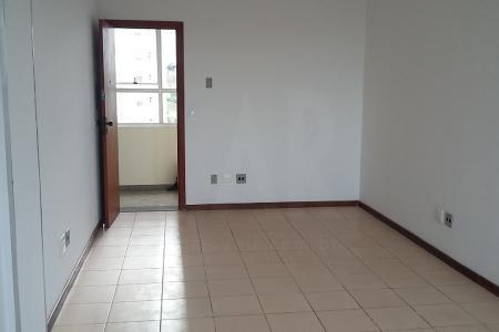 Próximo do Hospital Biocor, do Hospital Vila da Serra e da Alameda Oscar Niemeyer.  Prédio revestido em pastilhas.  Sala de 30 m² com piso em cerâmica e banheiro com piso em cerâmica.    Não possui vaga de garagem.