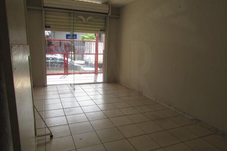 Próximo ao Shopping Mall Via Brasil Pampulha   Situada ao lado do Shopping Mall Via Brasil Pampulha, o espaço se encontra em uma rua plana e bastante movimentada de fluxo de pessoas e carros.  Loja: 40 m² com piso em cerâmica e 01 banho piso em cerâmica e azulejo.