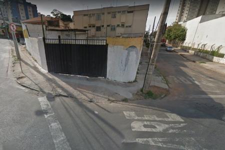 Próximo ao Apoio Mineiro Silva Lobo, escolas, farmácias, padarias, diversos comércios.  Ótimos lotes que somados dão 480.02 m² de área ( 142,23 + 337,79 m²), plano, zoneamento ZAP, localização estratégica, área comercial e residencial,