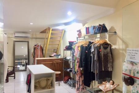 Loja no 2º piso do Shopping São Bento.  Loja: com aproximadamente 50 m², sendo 30 m² de loja e 20 m² de mezanino. Loja com piso em porcelanato, iluminação planejada, roda teto, ar condicionado. Mezanino com piso em tábua corrida.