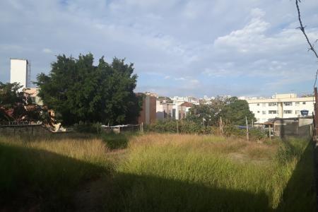 4 lotes, projeto aprovado pela Prefeitura de Belo Horizonte.  Com terraplenagem e edícula prontos.  Os 4 lotes tem em conjunto 54 metros de frente, 57 metros de fundo, 30 metros de lateral direita e 30 metros de lateral esquerda.  Zoneamento: ZAR 2.
