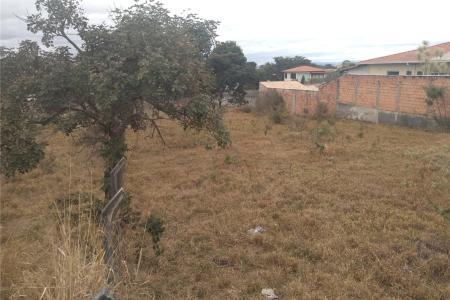 Próximo à Toca da Raposa II e a 1 km da Orla da Pampulha.  Lote de 1000 m².  20 metros de frente x 50 metros lado direita, plano.  Zoneamento: ZP 2.