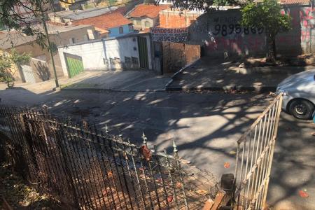 Próximo ao carrefour , Drogaria Araújo  lote com 12 metros de frente e fundo , 30 de lateral direita e esquerda em aclive   Zoneamento ZAP Fração ideal 1.0 Zona Homogênea OE117