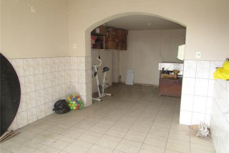 Próximo ao Carrefour Hipermercado  Loja bem localizada no bairro Ouro Preto, próxima a Rua Conceição do mato dentro.  Sala: dividida em 03 ambientes piso em cerâmica, balcão e um banheiro piso em cerâmica.