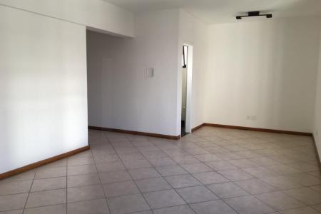 Próxima ao BH Shopping.  Prédio: 2 elevadores e portaria.  Sala: com piso em cerâmica. 1 banheiro com piso cerâmico. 37 m².
