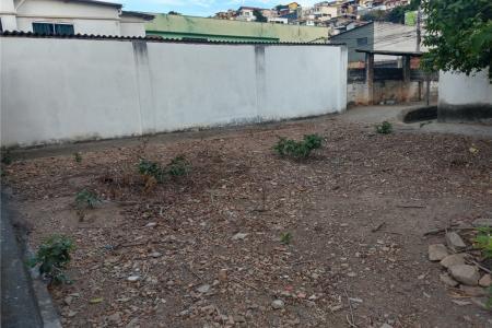 Com acesso para a Rua Fernando Lobo e Coronel Egidio Benicio de Abreu.  Terreno com 705 m², com geometria plana.