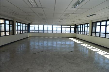 Próxima ao Tribunal de Contas.  Prédio: Comercial, arquitetura contemporânea, 2 elevadores, 65 vagas de garagem,  pavimentos, pilotis e 4 subsolos. Área construída de aproximadamente 5.679 m² sendo:  Pilotis - 400 m² e jardins.  1º ao 7º pavimento: Cada um com aproximadamente 373,15 m². 02 vestiários (feminino e masculino). Totalizando uma área líquida de escritórios de aproximadamente 3.000 m².  Os 6º e 7º pavimentos foram destinados a diretoria, portanto possuem mais 4 banheiros e um acabamento primoroso.  1º, 2º, 3º e 4º sub-solos: 635,81 m² de área líquida + 32,07 m² de circulação vertical.
