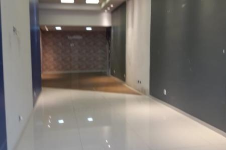 Próxima ao Shopping Boulevard.  Prédio: revestido, 7 pavimentos, 3 elevadores, portaria 24 horas.  Loja com área de  620 m², piso laminado e banheiro  Estacionamento para mensalistas no prédio.