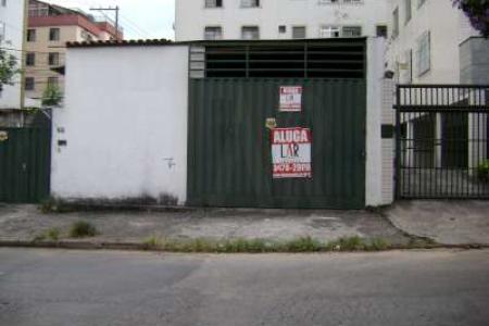 Excelente galpão com ótima localização com 70m², piso em cimento grosso.Possui entrada para caminhão.  Localização: Esquina com Belmiro Braga.    Atualizado em 07/12/2018.