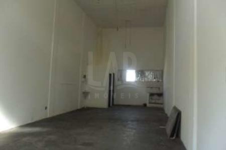 Excelente loja. Ótima localização, recuada, 02 portas de aço, 70m², piso em cerâmica, 01 banho. Localização: próximo a Avenida Serrano.  Visitas acompanhadas.