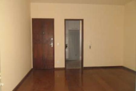 Ótimo apartamento, com aproximadamente 70m². Fácil acesso, entre Via Expressa e Rua Padre Eustáquio. Apartamento constituído de 01 sala ampla para 02 ambientes com piso laminado, varanda, 03 quartos, sendo 02 com armários, piso laminado, banho social com bancada em granito, armário sob a bancada, espelho e Box em blindex, revestimento em cerâmica, ampla cozinha, com bancada em granito e excelentes armários planejados, piso cerâmica, área de serviços arejada, com banho de empregada.  Prédio parcialmente revestido em pastilha de cerâmica, porteiro físico noturno, cerca elétrica, portão eletrônico, interfone, guarita, 01 vaga de garagem livre e demarcada.