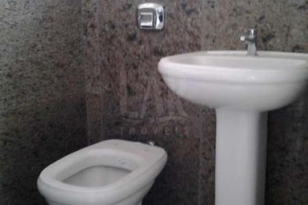 ***PRÉDIO COMERCIAL COM LOCALIZAÇÃO PRIVILEGIADA***  PRÉDIO: Revestido em pintura e 03 pavimentos, sendo 02 por andar.  ANDAR CORRIDO: Com aproximadamente 210m² com piso em cerâmica e granito. Varanda. 04 banhos com louças e piso em granito. Cozinha com bancada e piso em granito.  Venha fazer um bom negócio!