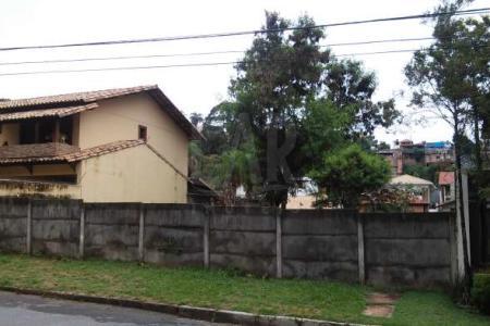 Lote: Plano, murado e com área de aproximadamente 460 m²   Venha fazer um bom negócio!