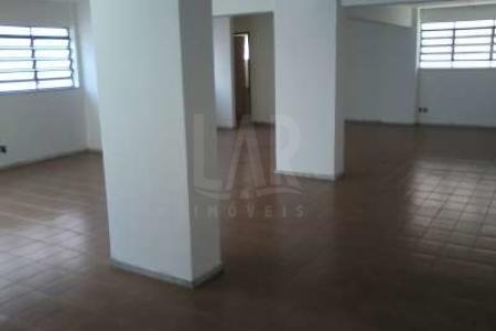 Codigo:08750  Localização excelente. Loja de 02 pavimentos com 02 portas de aço, piso em ceramica, muito arejada; 1º piso com 161 m² com 01 banheiro e copa. 2º piso com 86 m² e 01 banheiro.