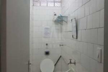 Condomínio comercial  em local tradicional de Belo Horizonte. Conjunto de 03 salas com 135 m², com escritório de contabilidade, piso em taco nas salas e banheiro com piso em cerâmica. Valor do condomínio de cada sala é 330,00 reais.  Venha fazer um bom negócio!!!