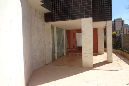 Prédio: Próximo Av.Bandeirantes - vista 360º para Belo Horizonte e Serra do Curral.  Apartamento: Impecável com 4 quartos amplos, sendo 2 suítes e 2 semi-suites, todas com ótimos armários. Suíte máster com amplo closet e hidromassagem redonda, varandão com vista para montanhas, salão com piso em mármore, sendo jantar e estar separados, projeto de iluminação, lavabo, cozinha planejada com despensa e toda em granito, área de serviço em granito, DCE. Venha fazer um bom negócio!!!
