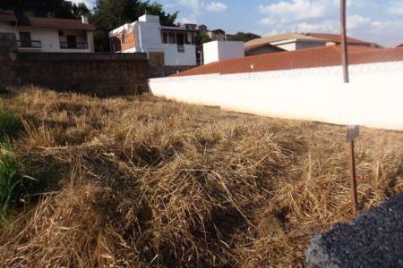 Excelente localização próximo ao colégio São Tomaz de Aquino. Rua tranquila. Lote plano murado com 450m² total sendo 15m² de frente e fundo e 30m² lateral direita e esquerda. Zoneamento: ZAR1 Aproveitamento: 1.3