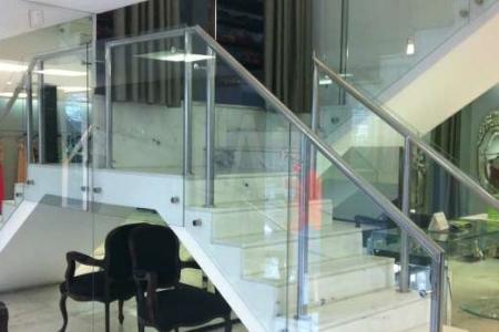 Melhor localização do Lourdes Excelente visibilidade  Casa Comercial: Lote com área de 392 m² e 504 m² de área construída. 02 pavimentos. Acabamento primoroso. 04 banhos. 05 vagas de garagem. Imóvel com variadas opções de layout.