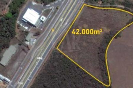 Excelente terreno na linha verde  Terreno urbano, com frente para a rodovia MG-010 sentido Belo Horizonte -Confins Terreno com área de aproximadamente 42.748,66 m²